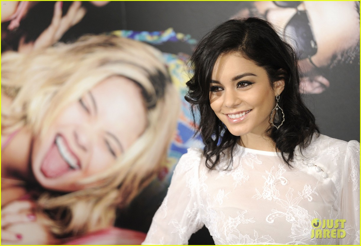 vanessa hudgens selena gomez spring breakers madrid photo call 072816450