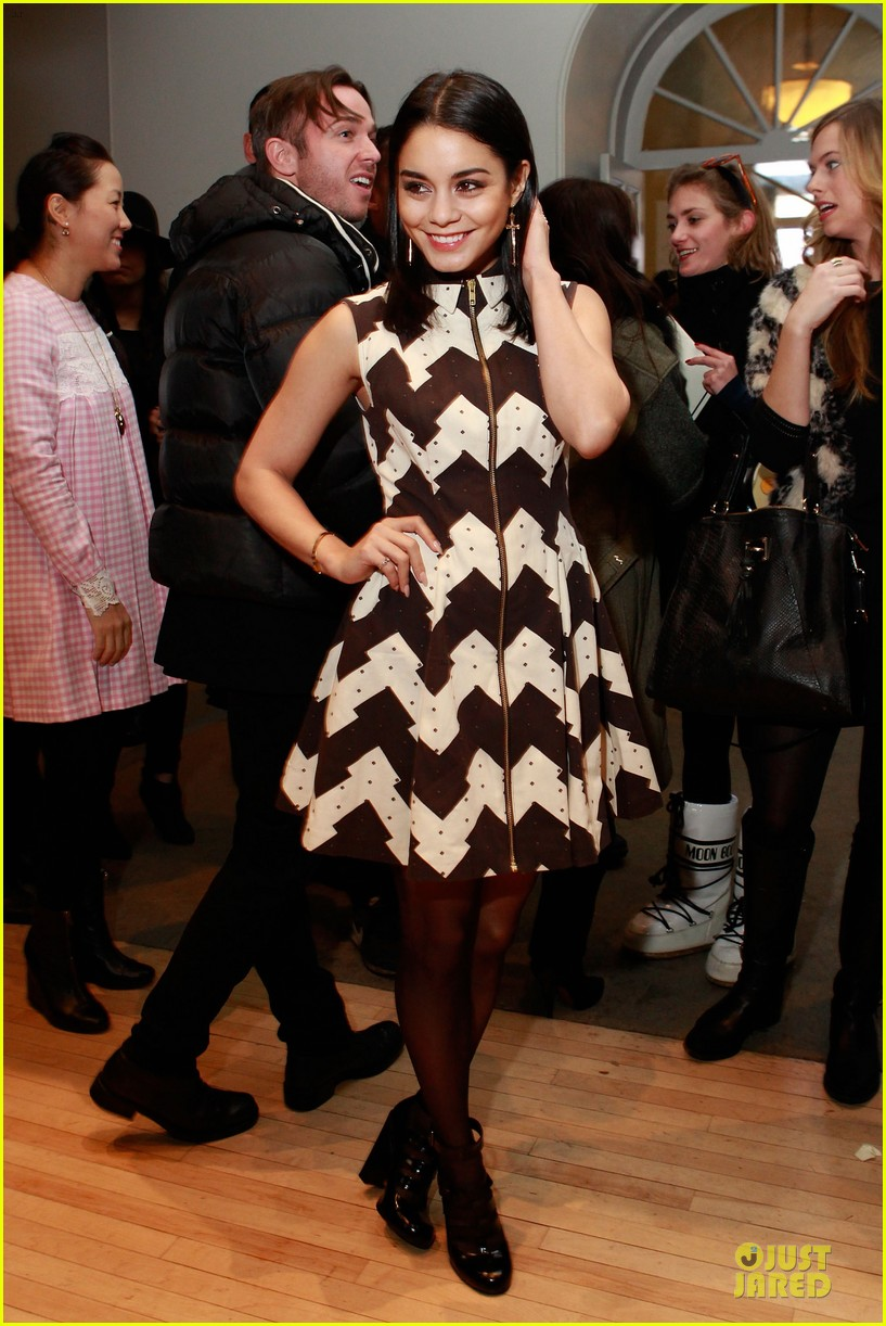 vanessa hudgens chloe sevigny fashion show 06