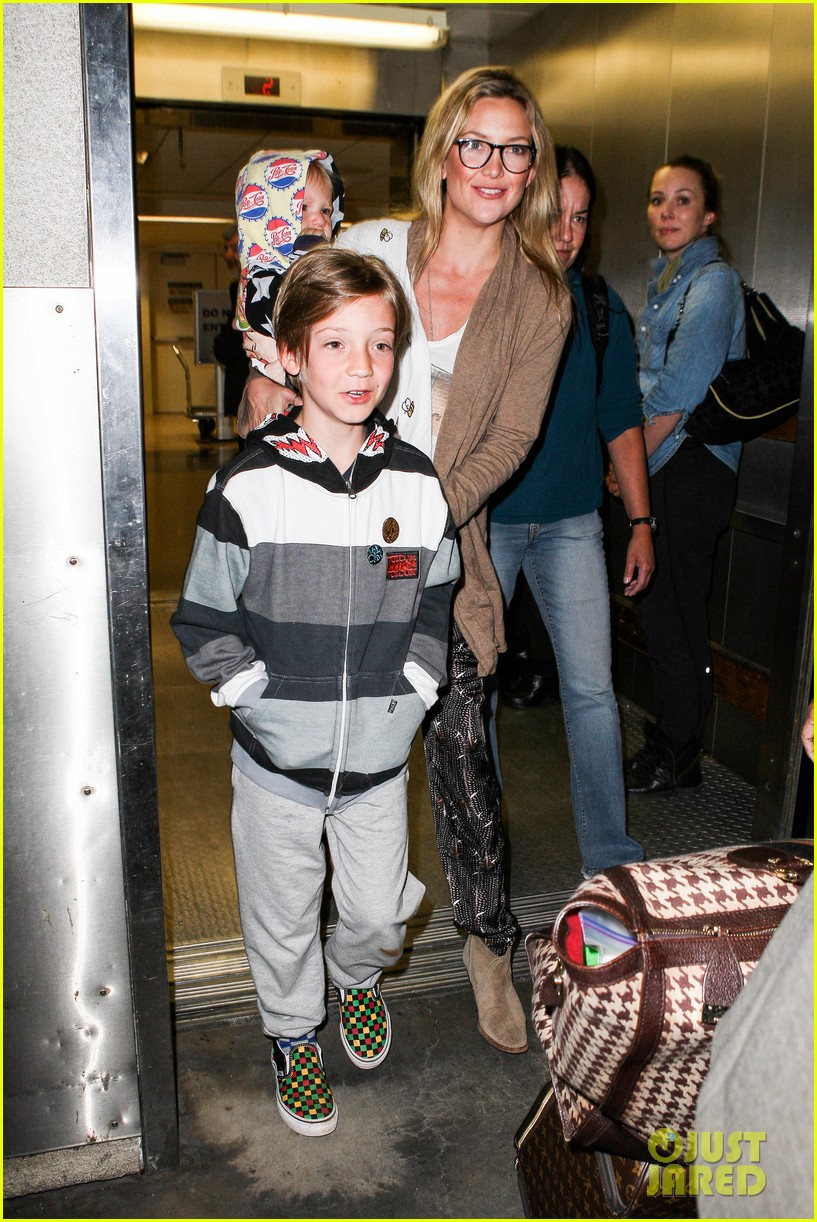 kate hudson ryder bingham family flight 01