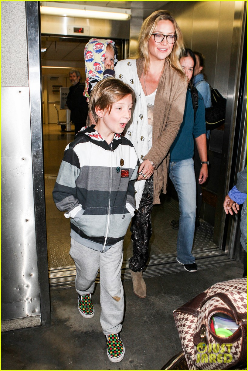 kate hudson ryder bingham family flight 042822266