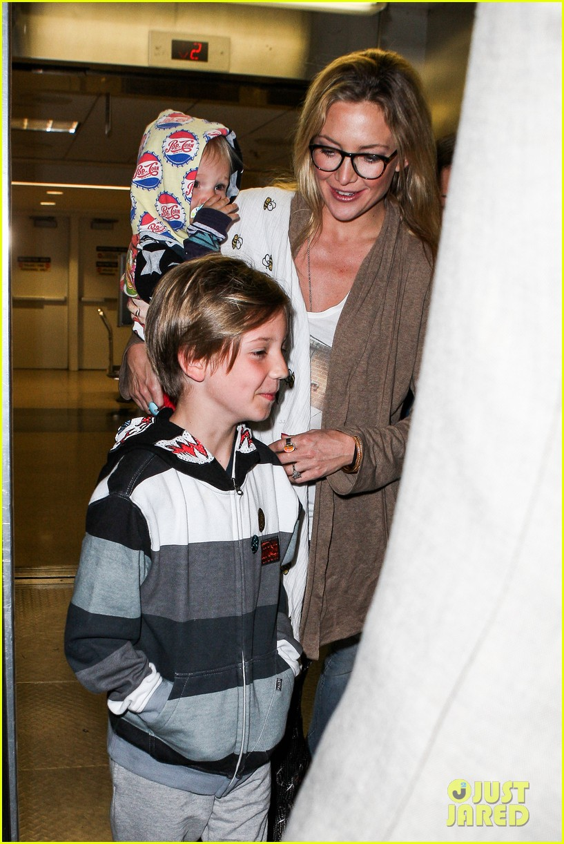 kate hudson ryder bingham family flight 09