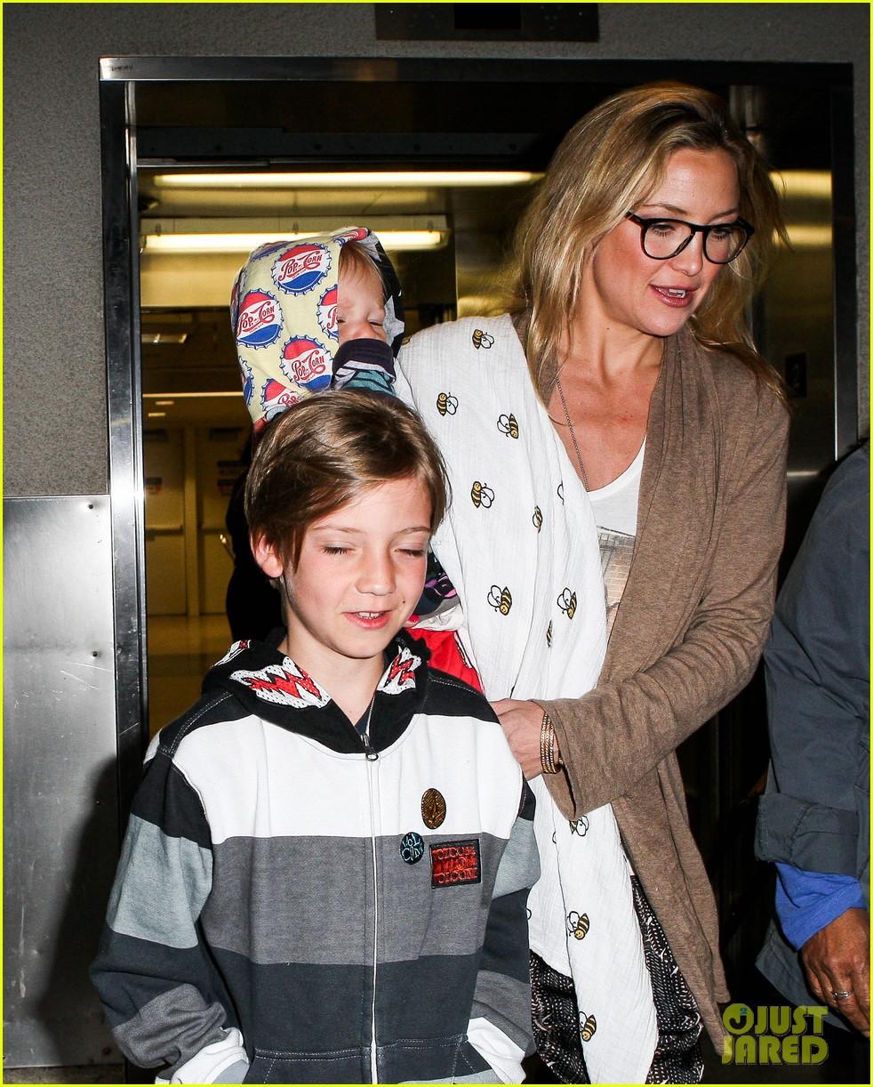 kate hudson ryder bingham family flight 112822273