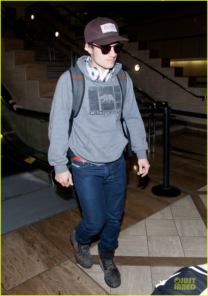 josh hutcherson lax arrival after super bowl weekend 052805523