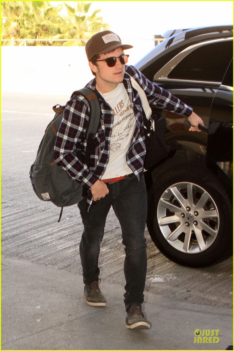 josh hutcherson celebrity beach bowl attendee 062803237