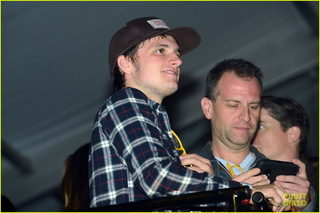 josh hutcherson celebrity beach bowl attendee 07