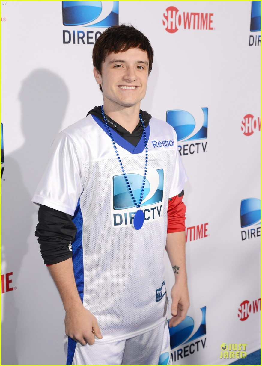 josh hutcherson celebrity beach bowl attendee 09