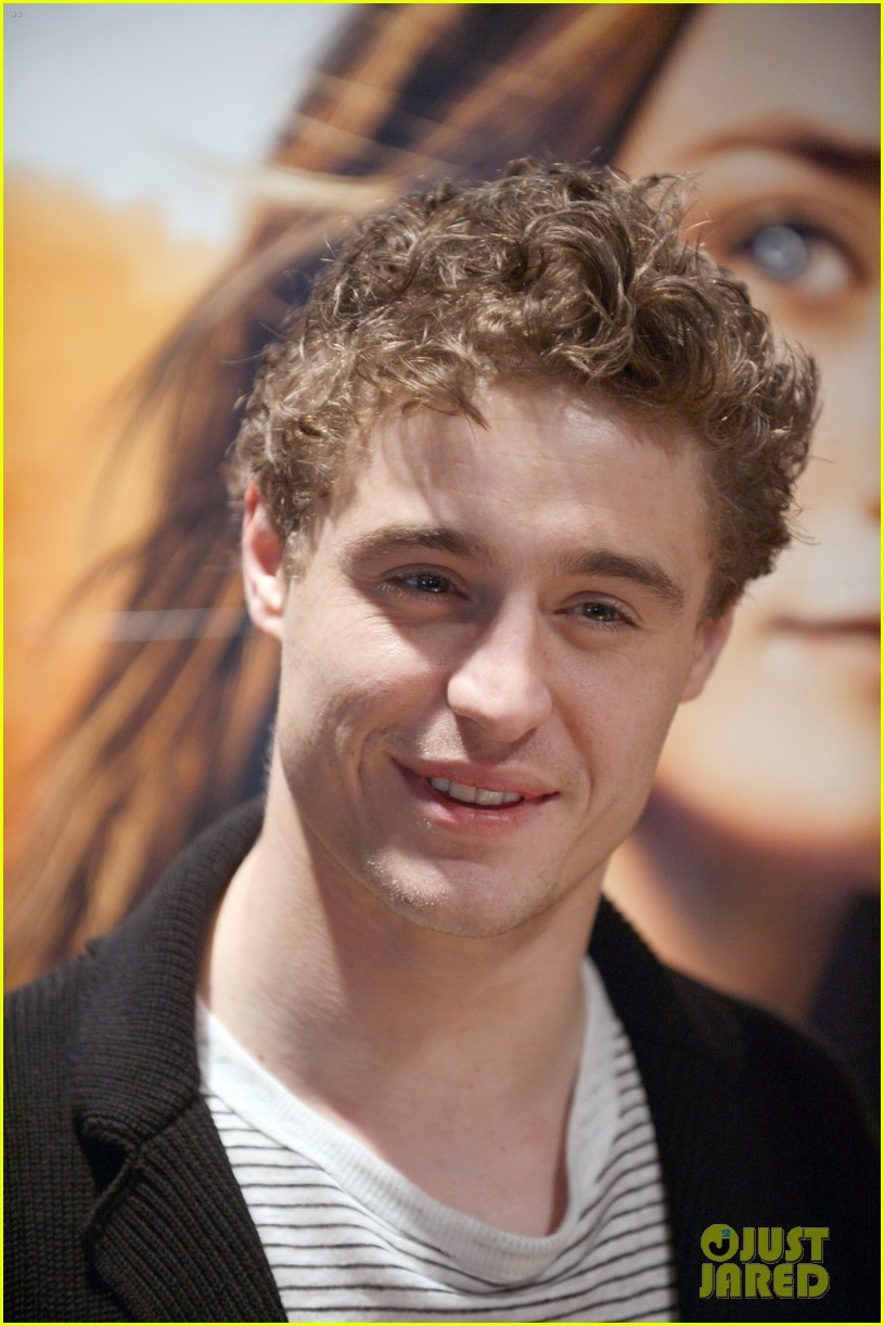 max irons jake abel the host book signing 012815747