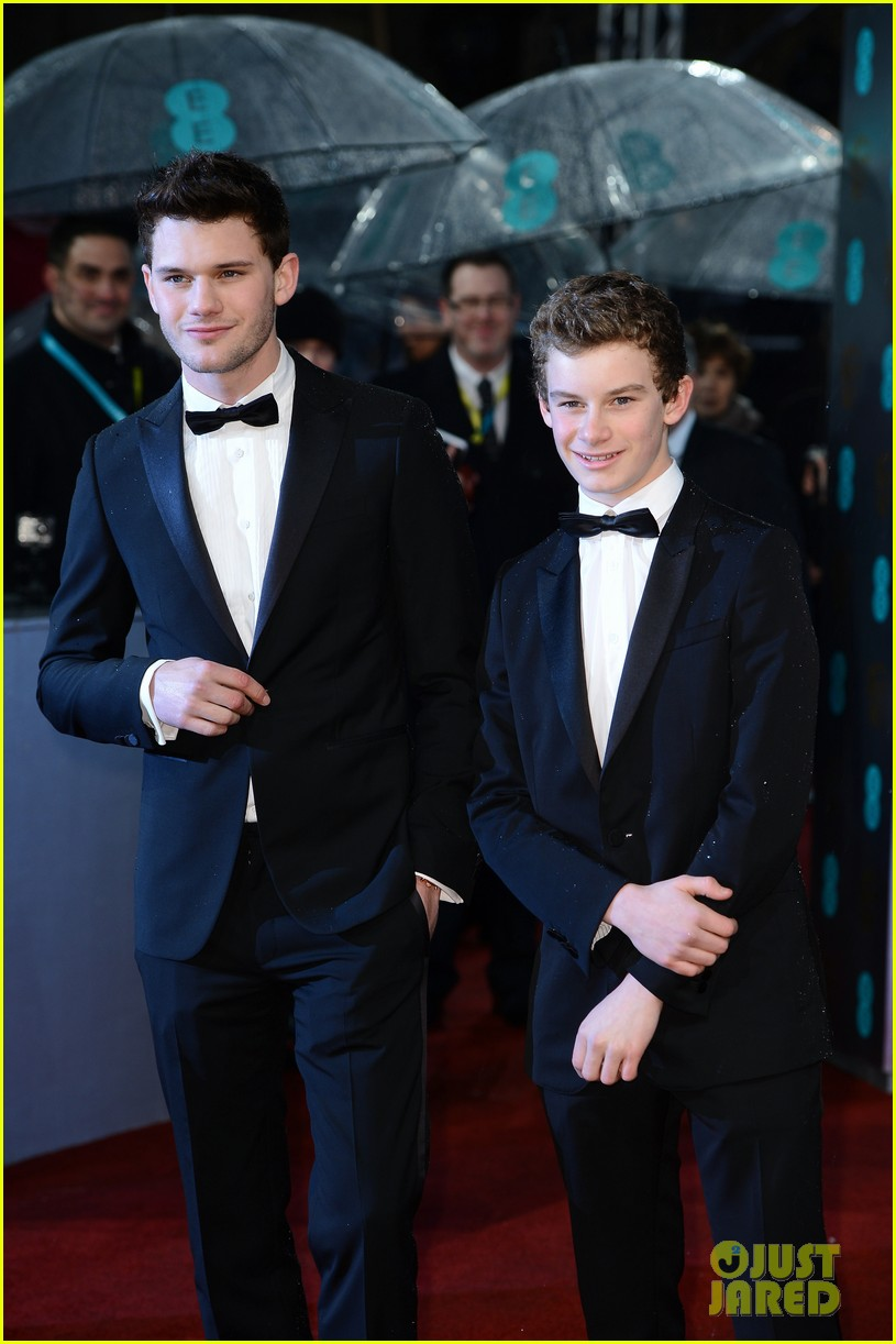 jeremy irvine suraj sharma baftas 2013 red carpet 08