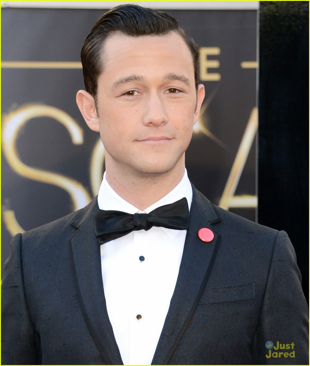 joesph gordon levitt oscars red carpet 2013 012819045