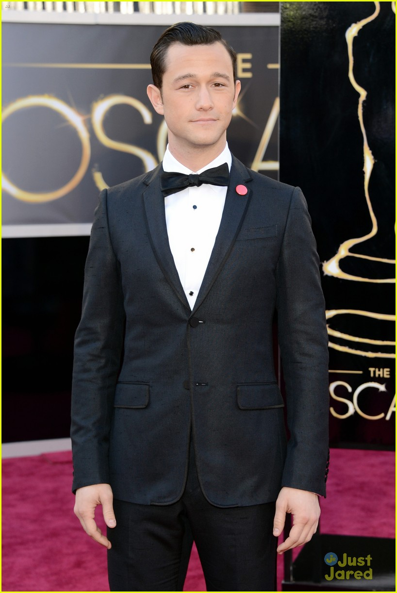 joesph gordon levitt oscars red carpet 2013 032819047