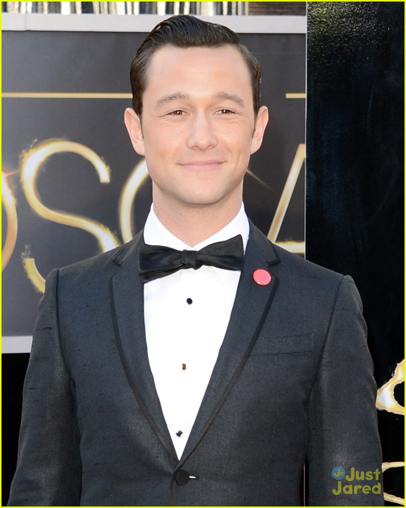 joesph gordon levitt oscars red carpet 2013 04