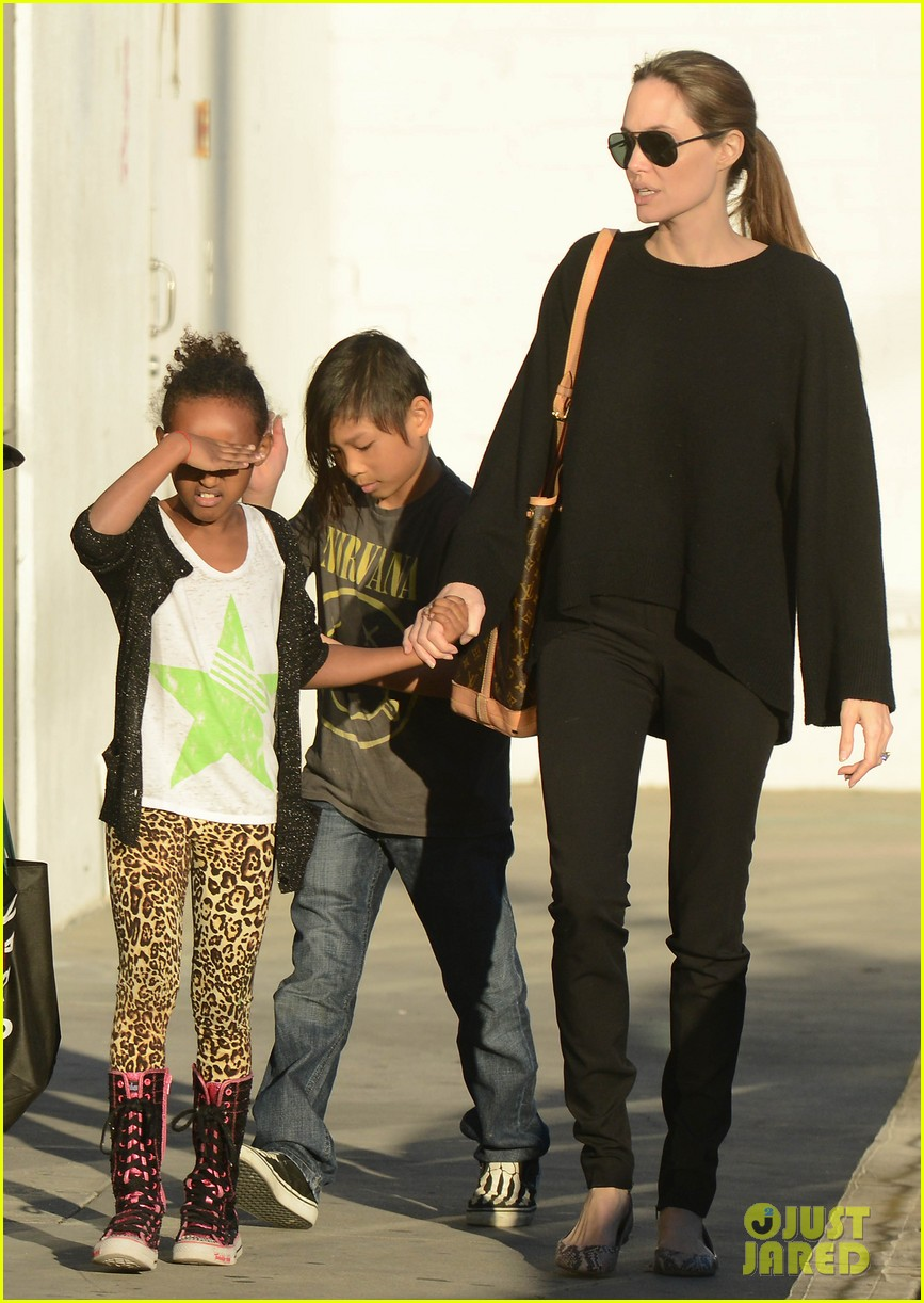 angelina jolie zahara pax urban outfitters shoppers 082812032
