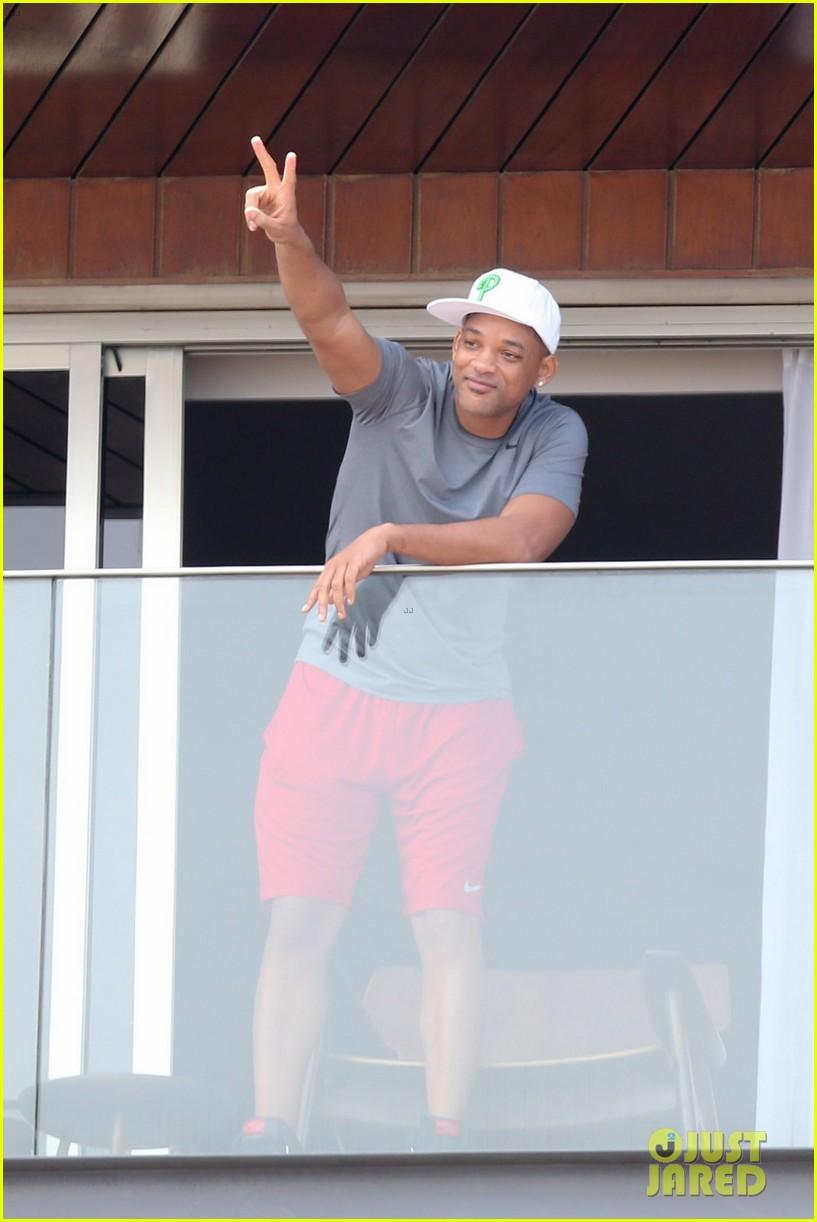 kim kardashian kanye west balcony fun with will smith 042810153