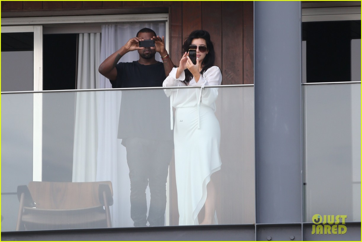 kim kardashian kanye west balcony fun with will smith 09