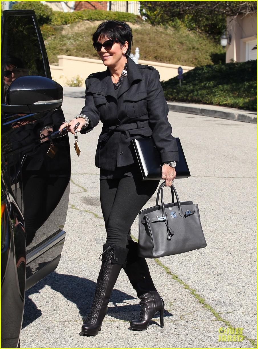 pregnant kim kardashian kanye west lax arrival after brazilian vacation 112810845