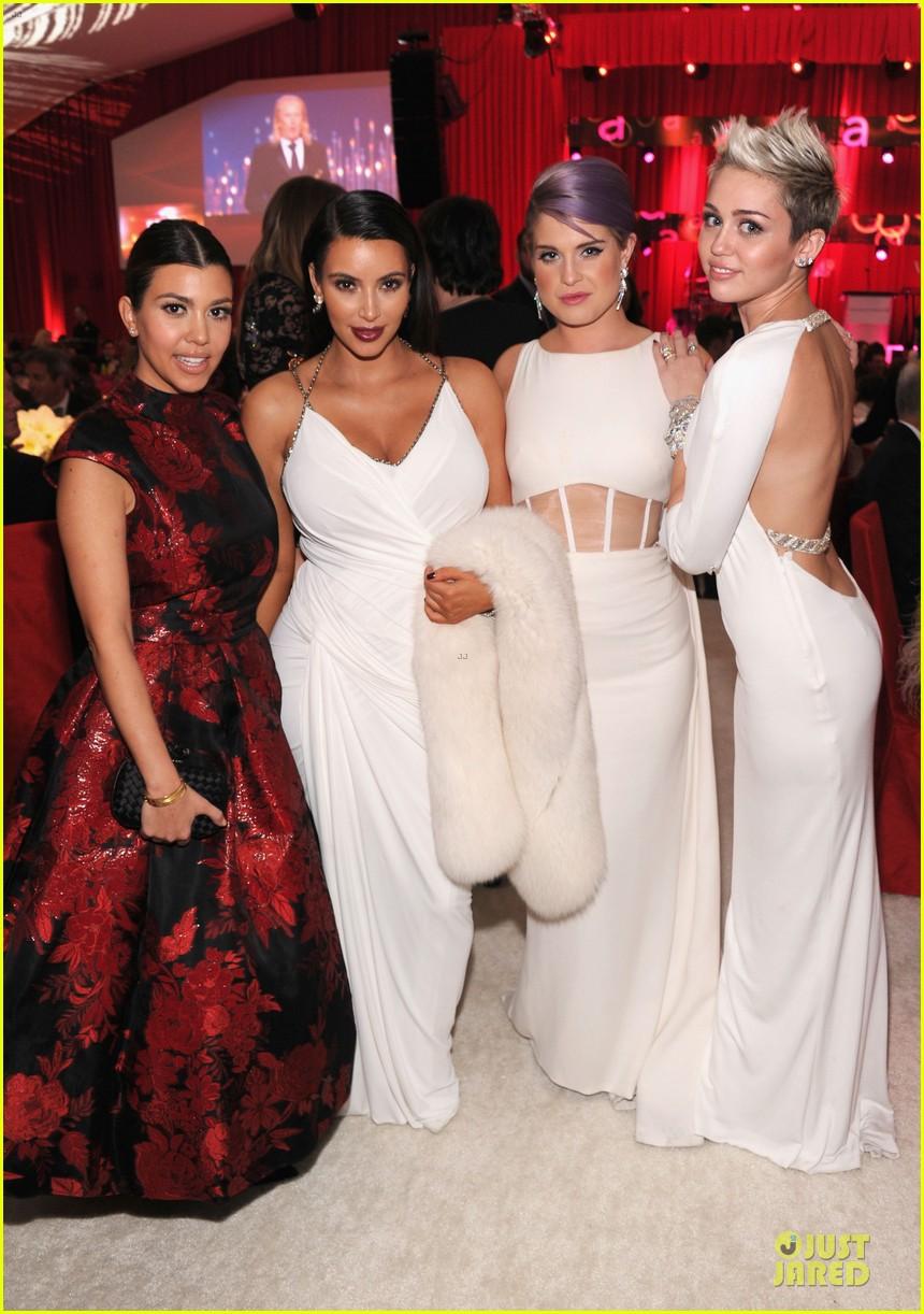 Kim kardashian elton john oscars party 2013 photo 2819619 kim kardashian elton john oscars party 2013 ombrellifo Image collections