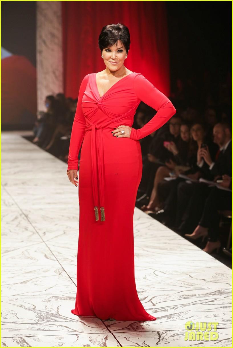 kim kardashian faces criticism for tweeting gun photo 052806035