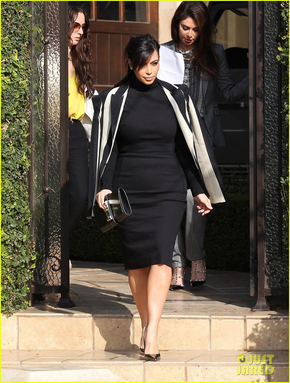 kim kardashian faces criticism for tweeting gun photo 082806038