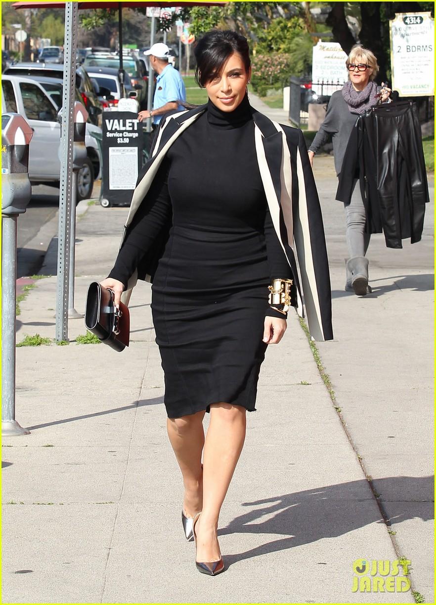 kim kardashian faces criticism for tweeting gun photo 102806040