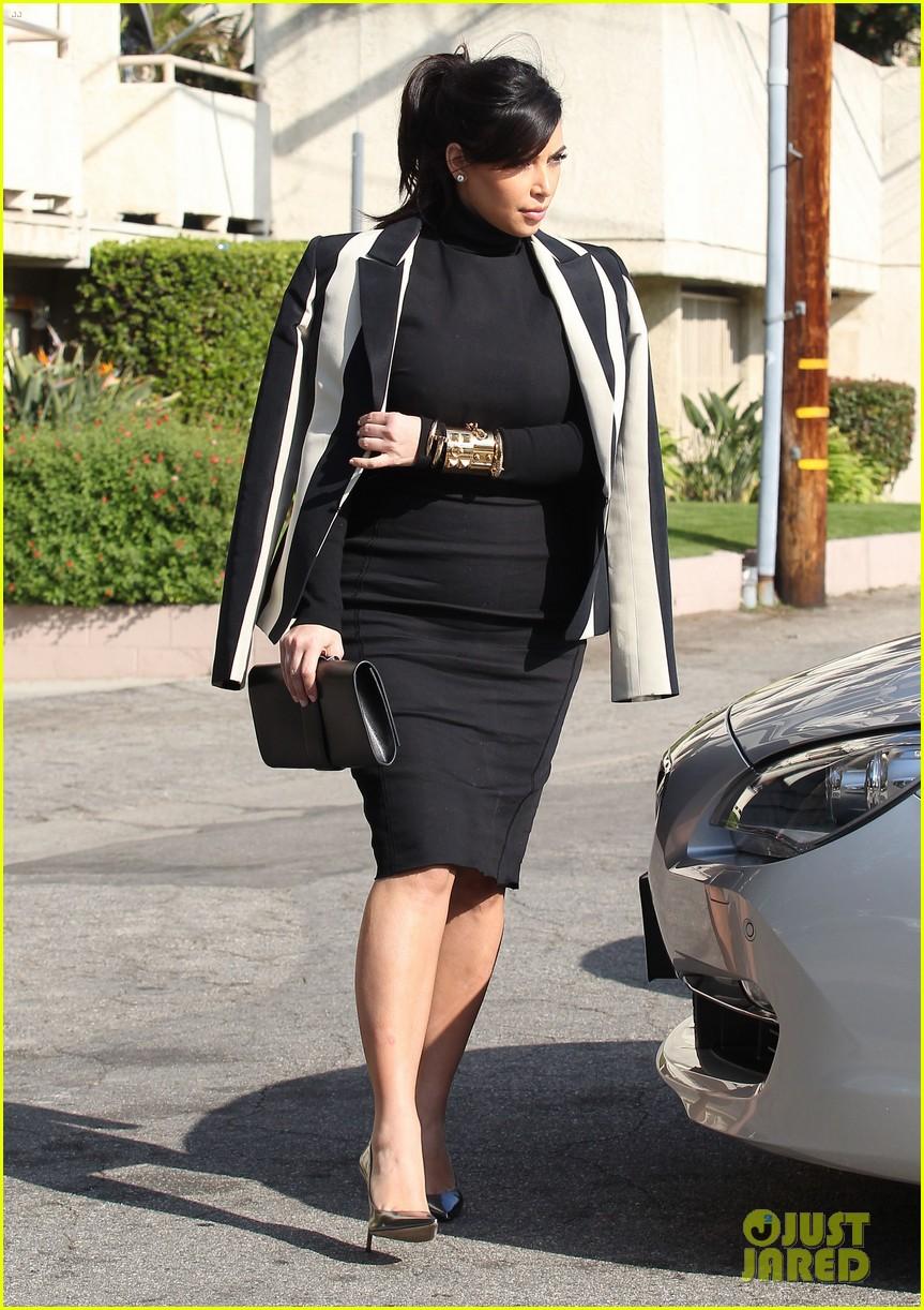 kim kardashian faces criticism for tweeting gun photo 112806041