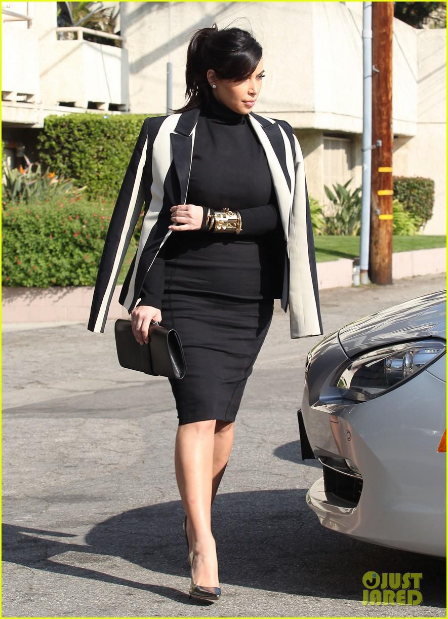 kim kardashian faces criticism for tweeting gun photo 122806042
