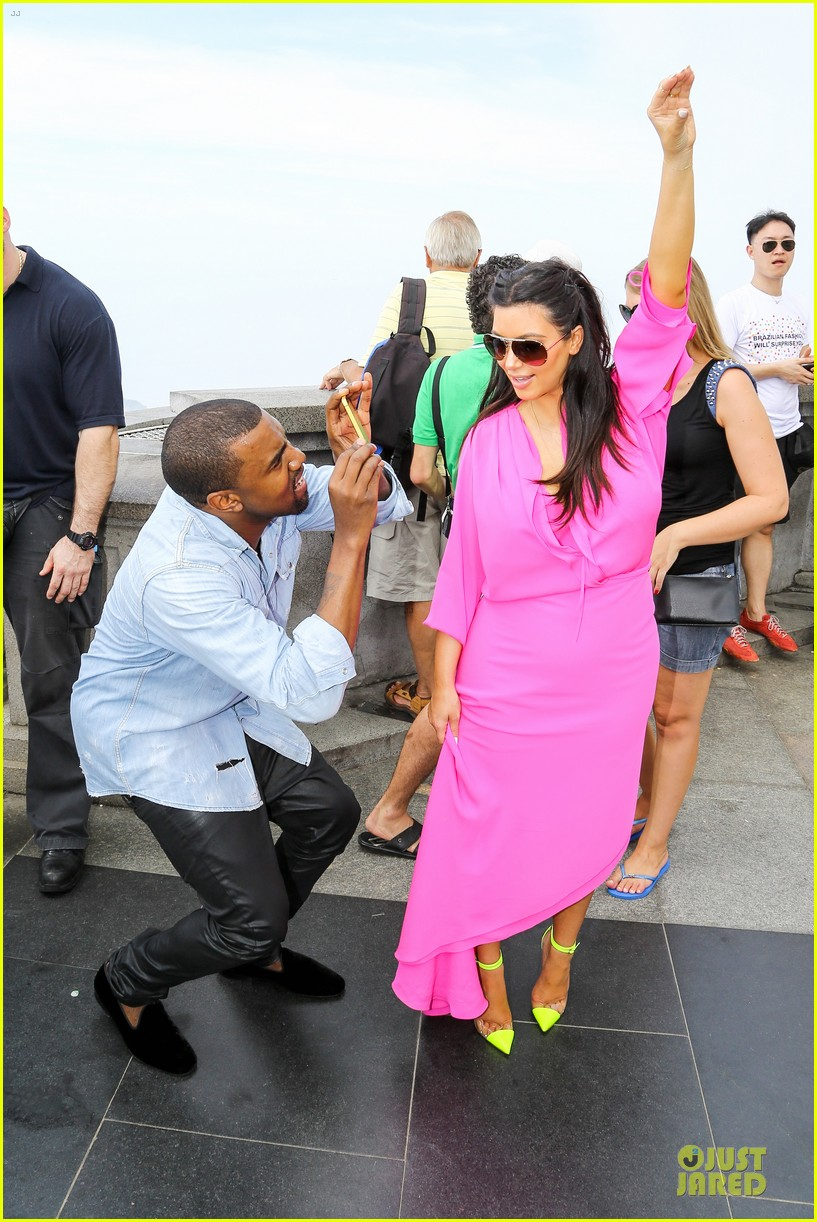 pregnant kim kardashian kanye west rio sightseeing couple 012807906