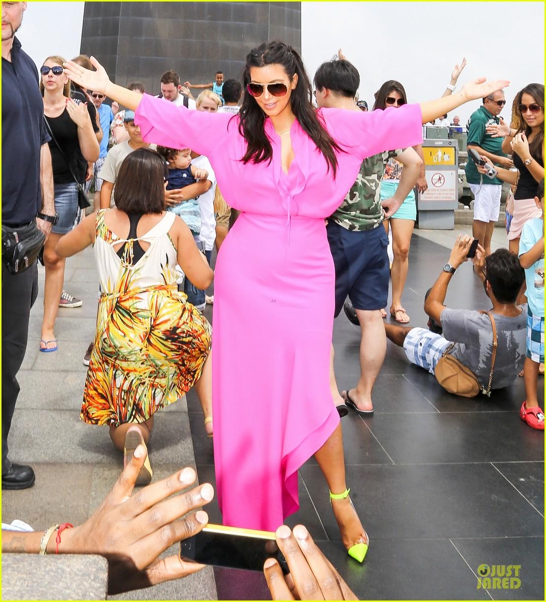 pregnant kim kardashian kanye west rio sightseeing couple 09