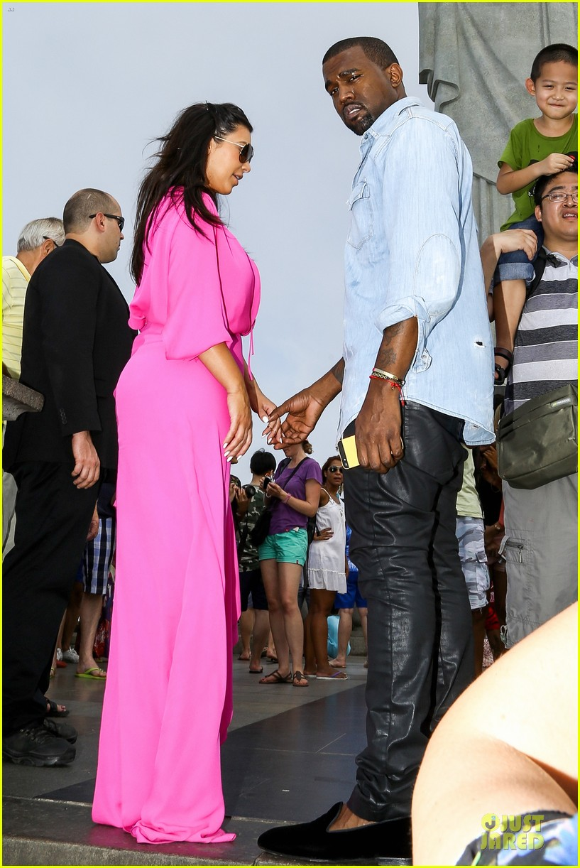 pregnant kim kardashian kanye west rio sightseeing couple 19