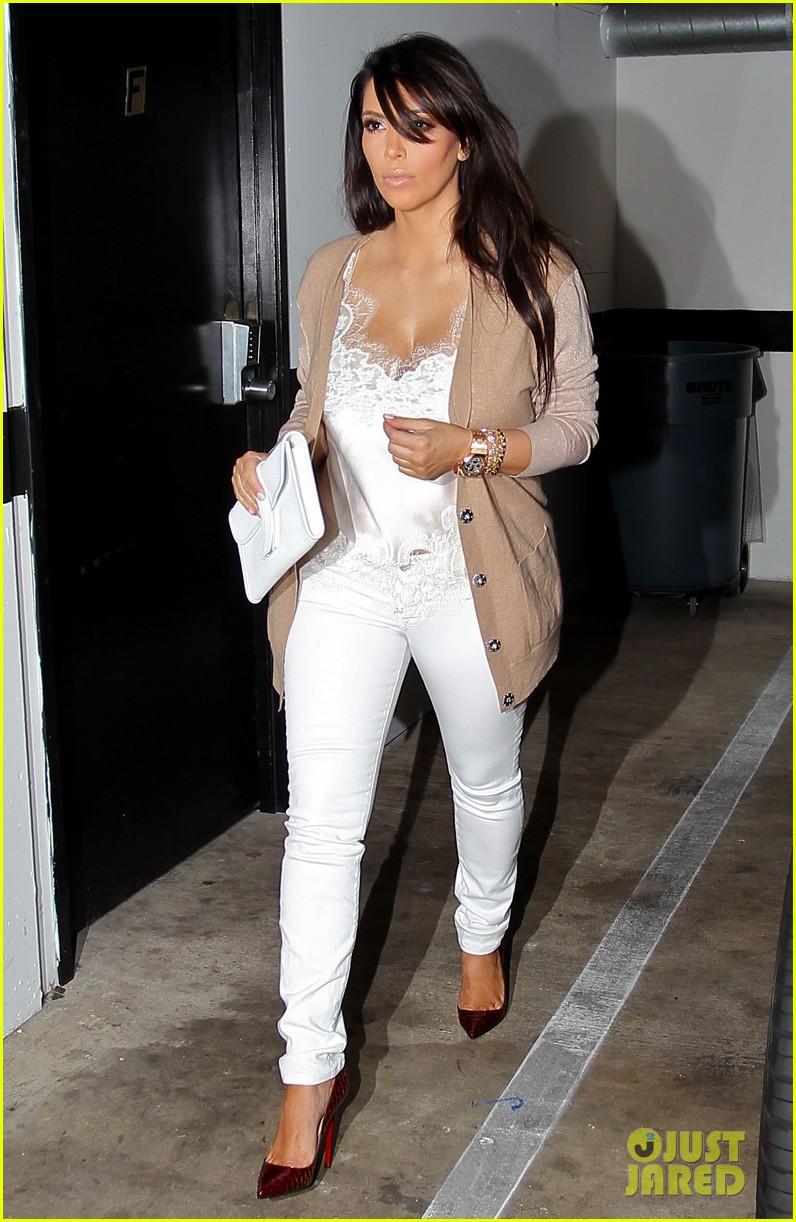 kim kardashian pregnant in skinny jeans 012822493