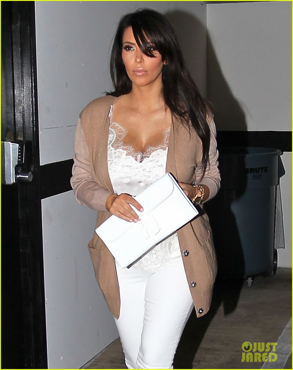 Full Sized Photo of kim kardashian pregnant in skinny ...