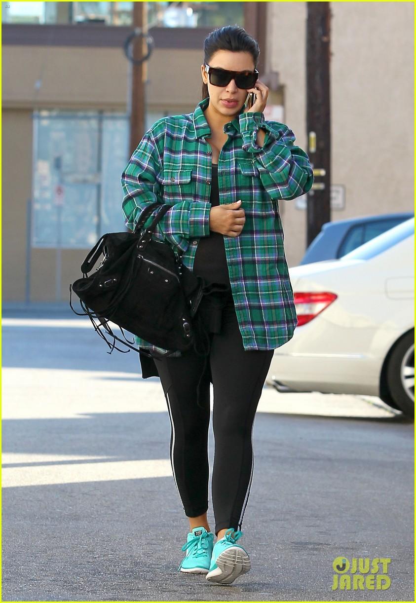 kim kardashian pregnant in skinny jeans 052822497