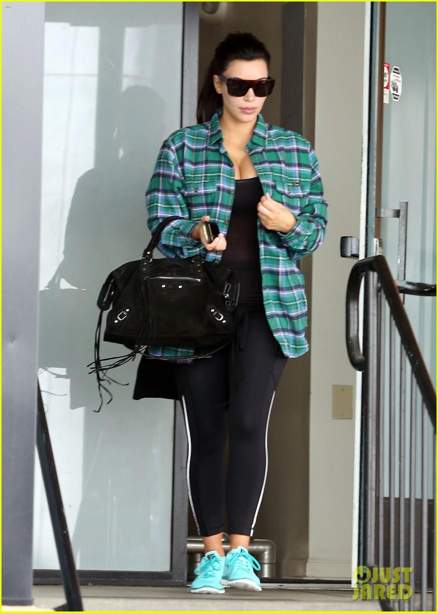 kim kardashian pregnant in skinny jeans 112822503