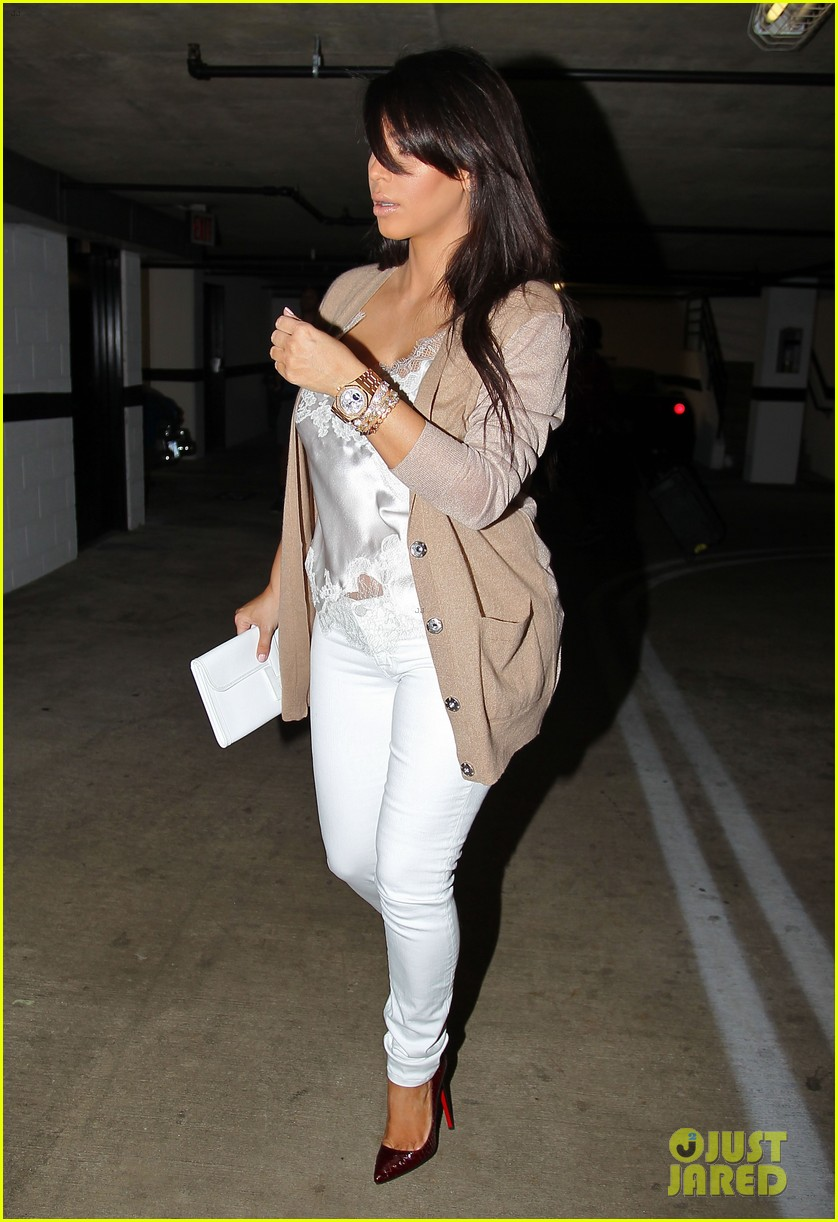 kim kardashian pregnant in skinny jeans 252822517