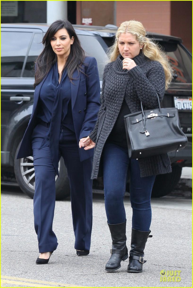 kim kardashian suiting baby bump 012805421