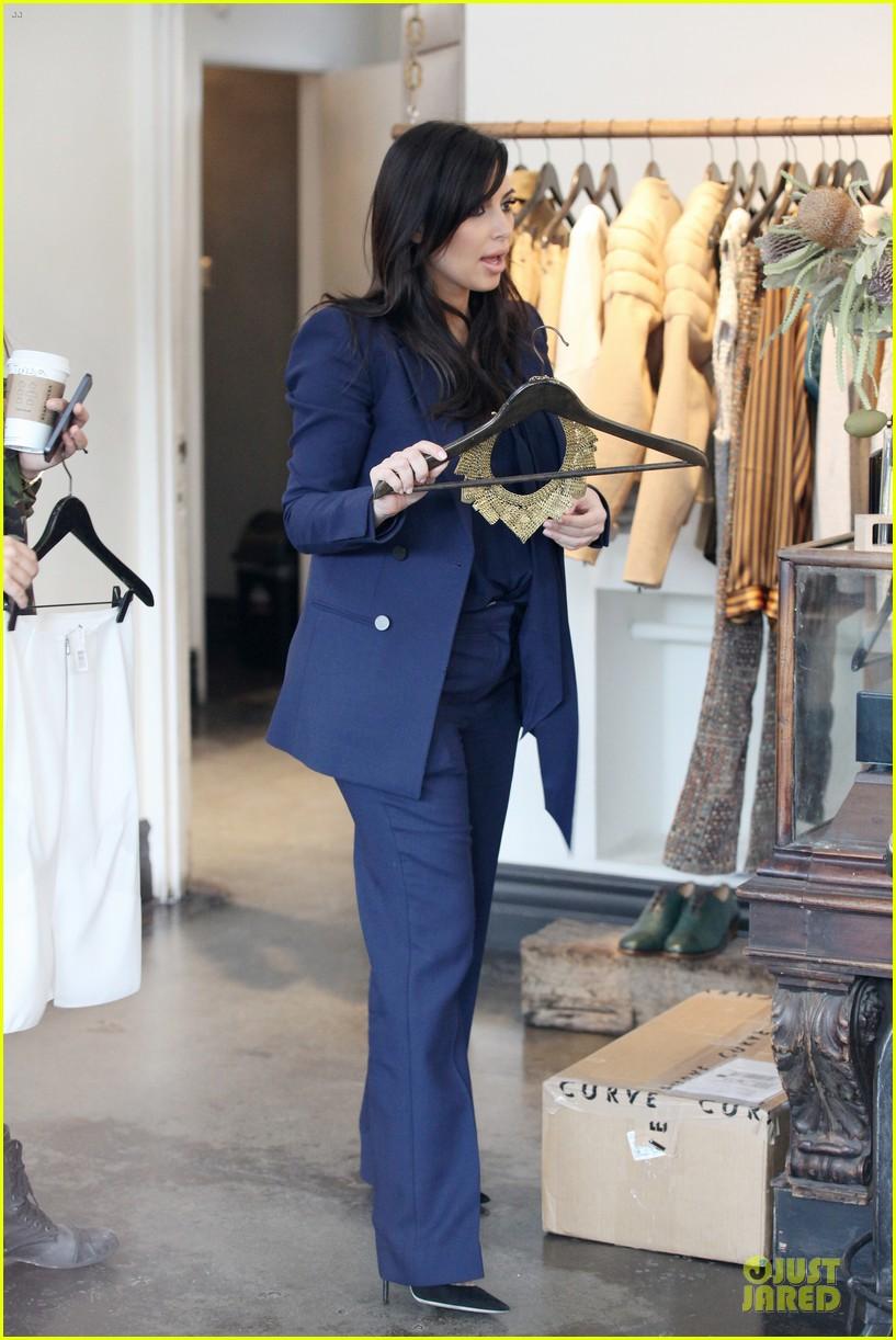 kim kardashian suiting baby bump 032805423