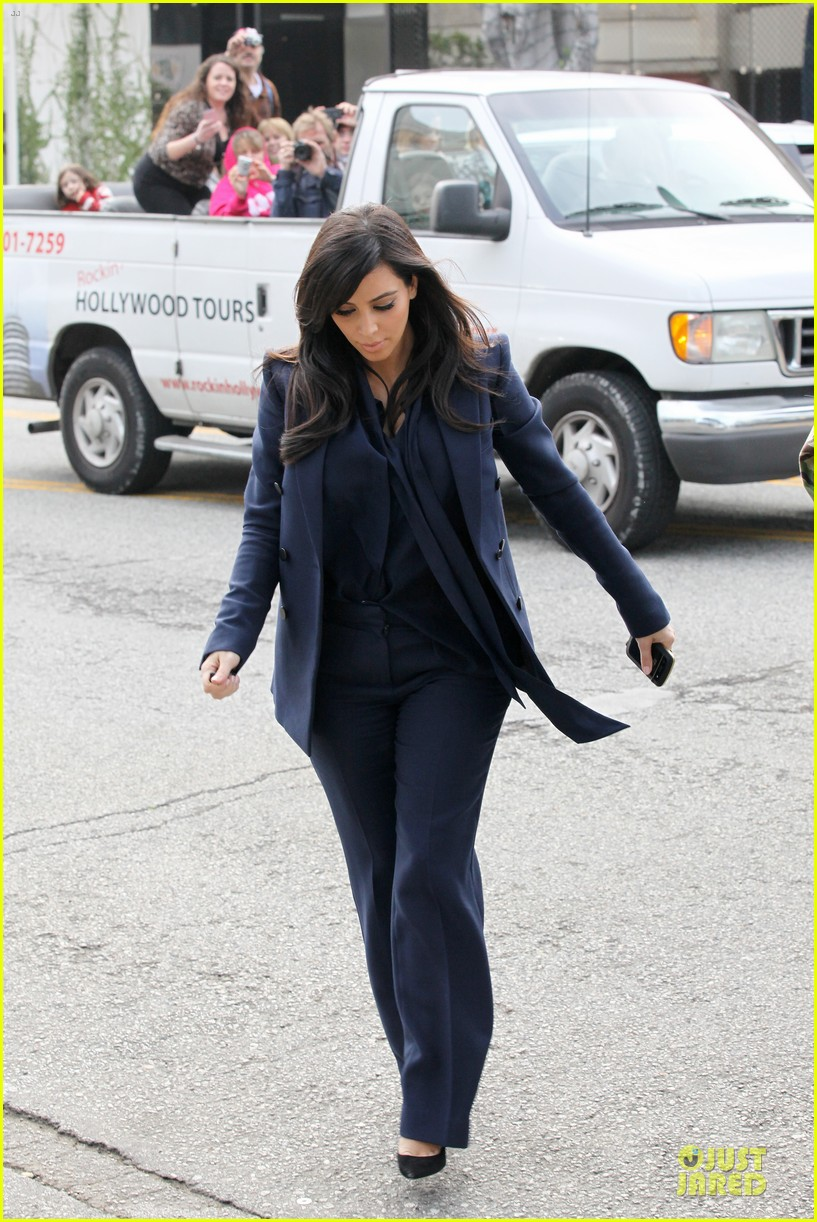 kim kardashian suiting baby bump 082805428