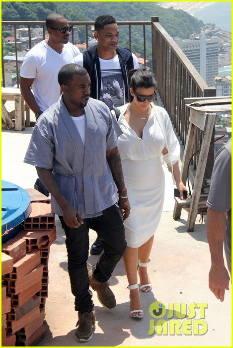 pregnant kim kardashian  kanye west vidigal tour with will smith 042808827