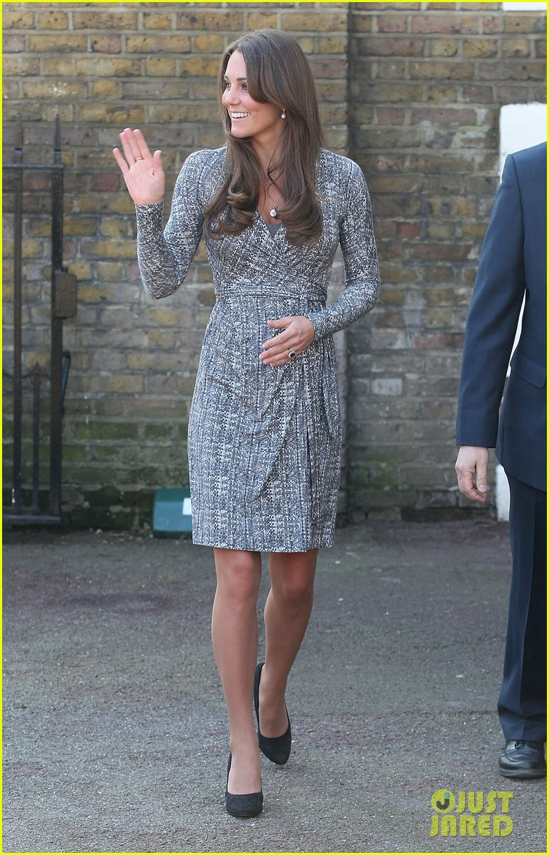 pregnant kate middleton hope house visit 032814793