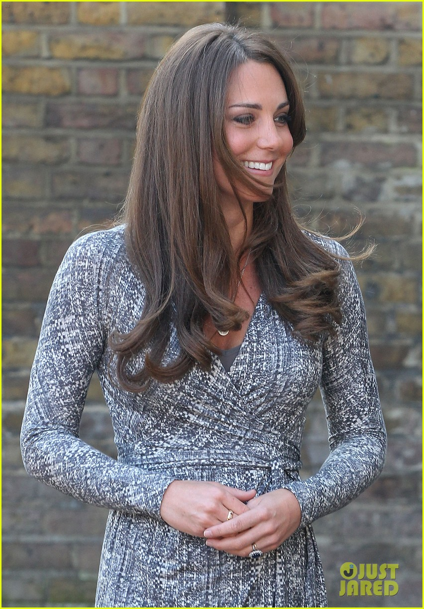 pregnant kate middleton hope house visit 052814795