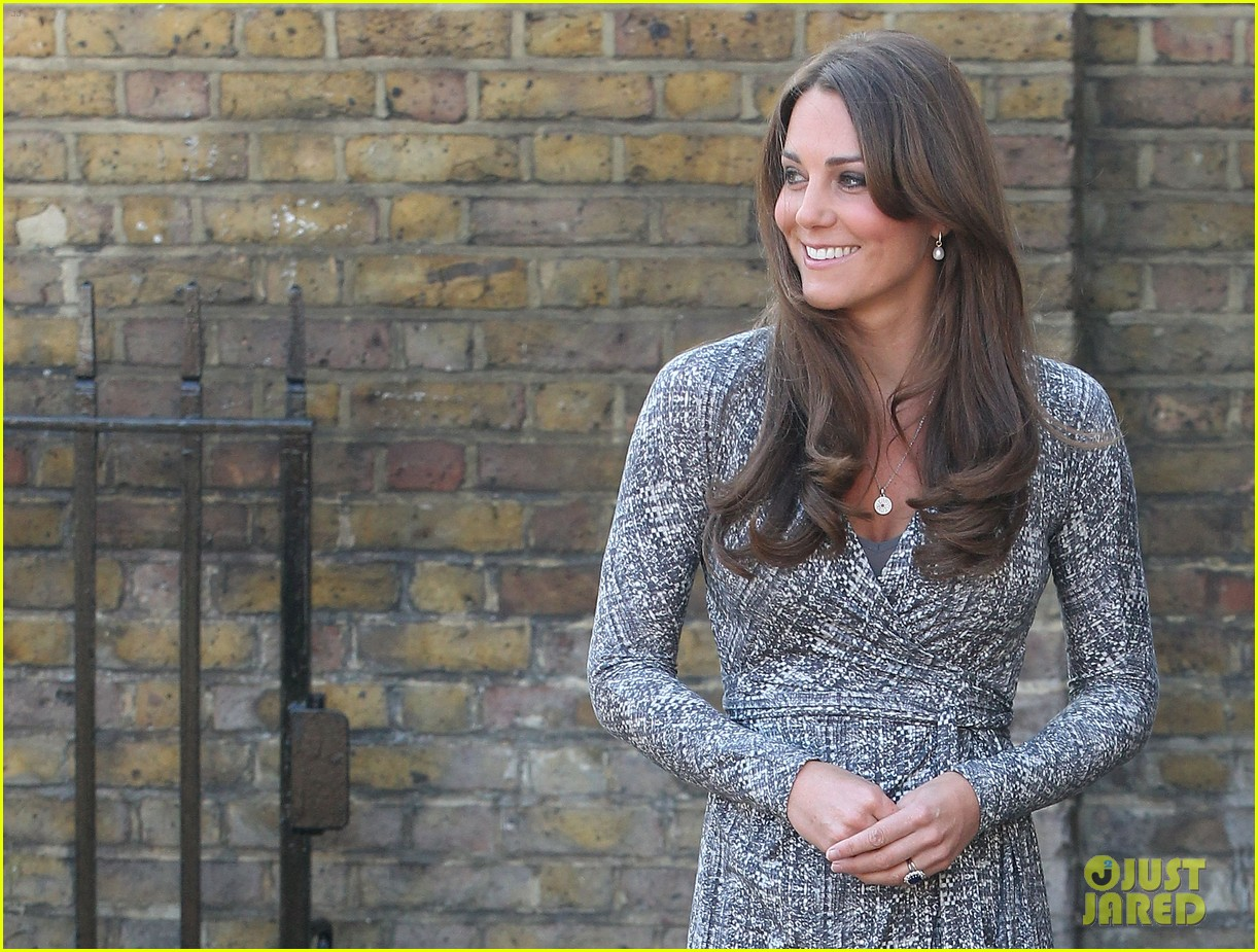 pregnant kate middleton hope house visit 082814798