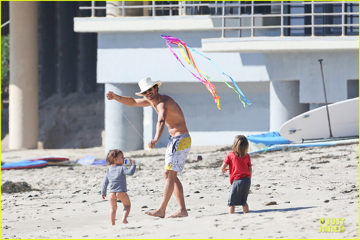 miranda kerr orlando bloom kite flying with flynn 062815479