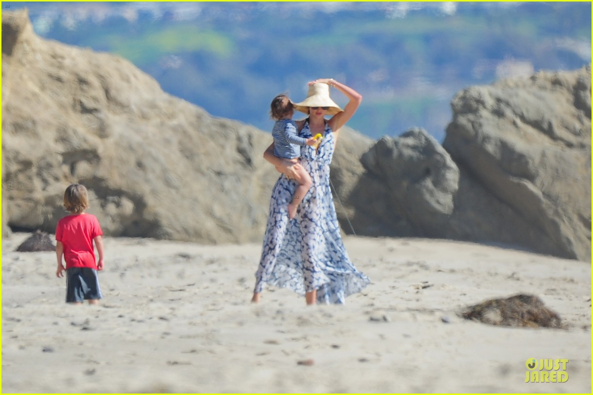 miranda kerr orlando bloom kite flying with flynn 262815499