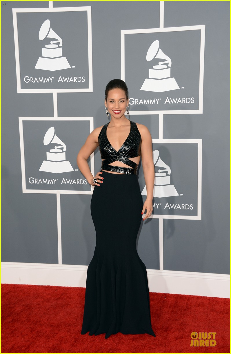 alicia keys swizz beatz grammys 2013 red carpet 012809358