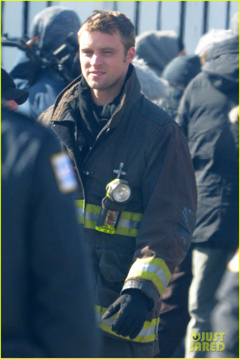 taylor kinney films chicago fire while gilfriend lady gaga has surgery 012816495