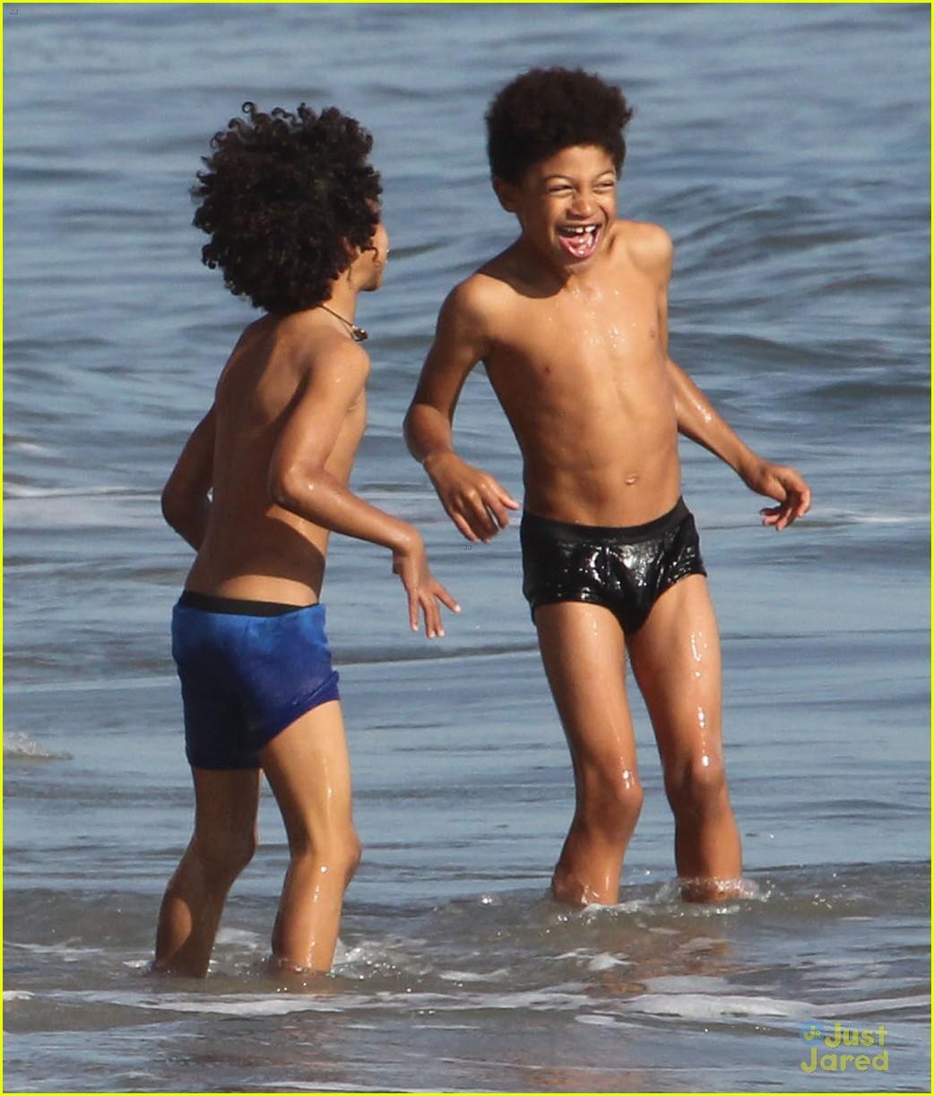 heidi klum martin kirsten beach day with the kids 042814894