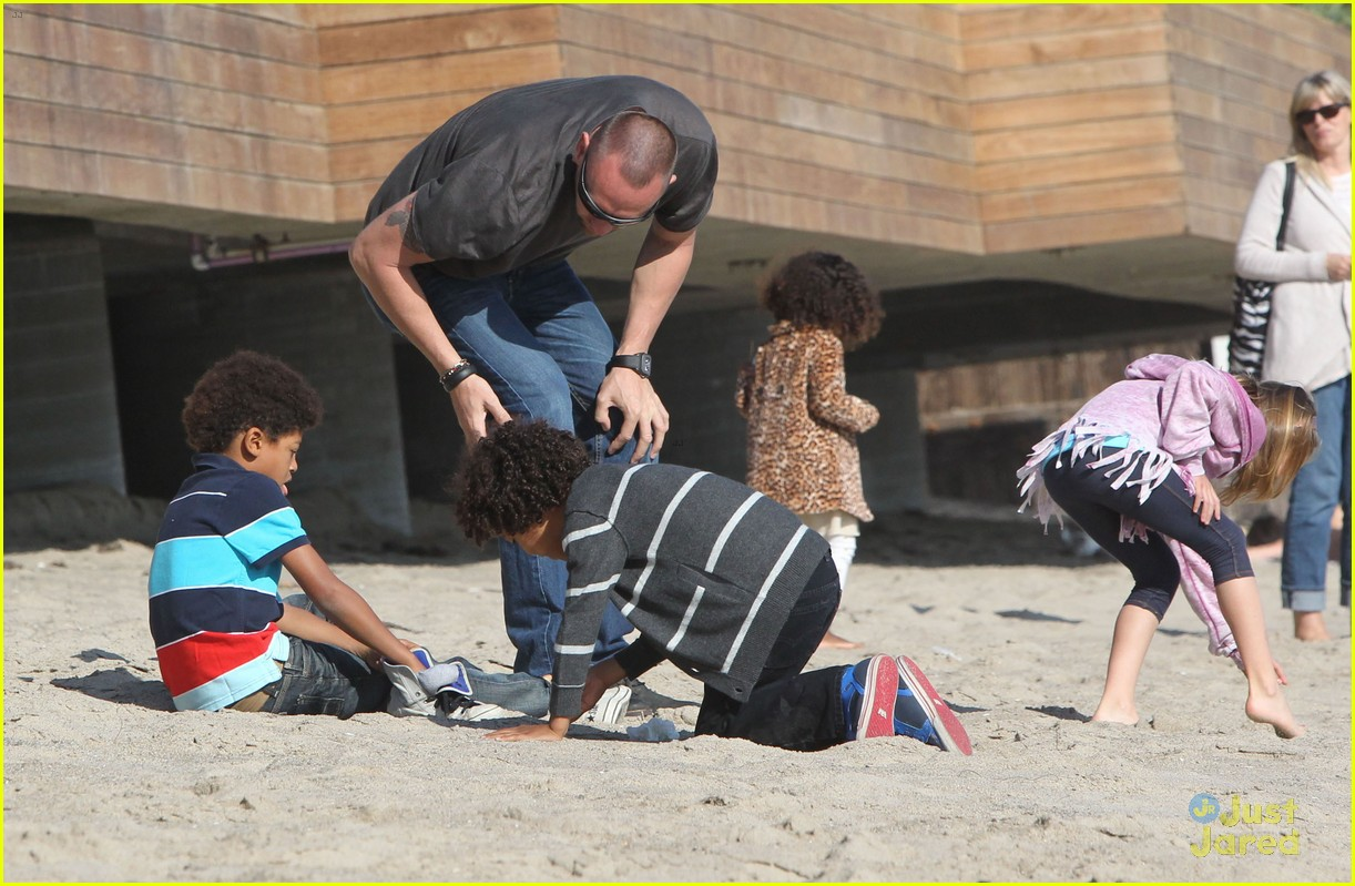 heidi klum martin kirsten beach day with the kids 092814899