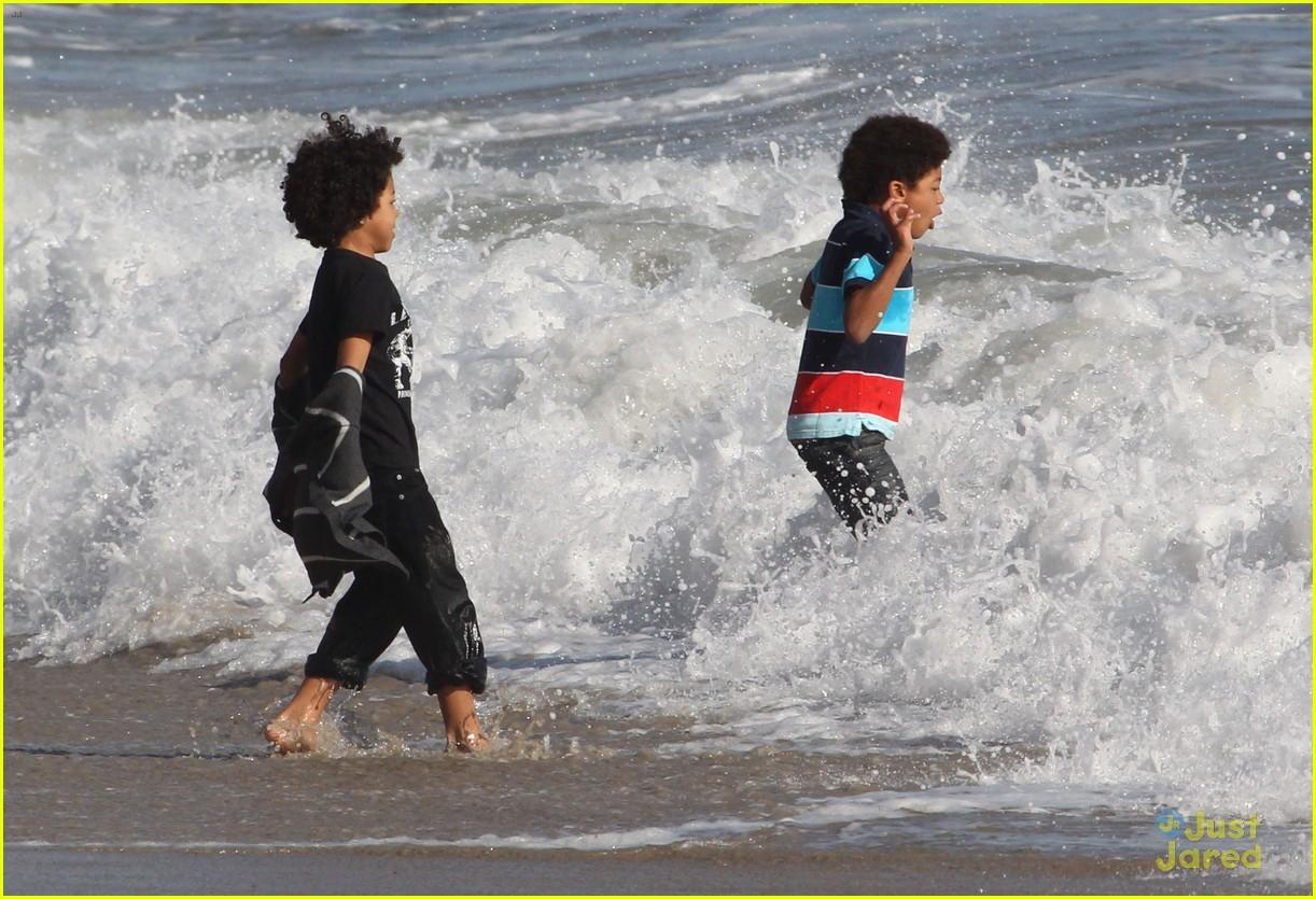 heidi klum martin kirsten beach day with the kids 132814903