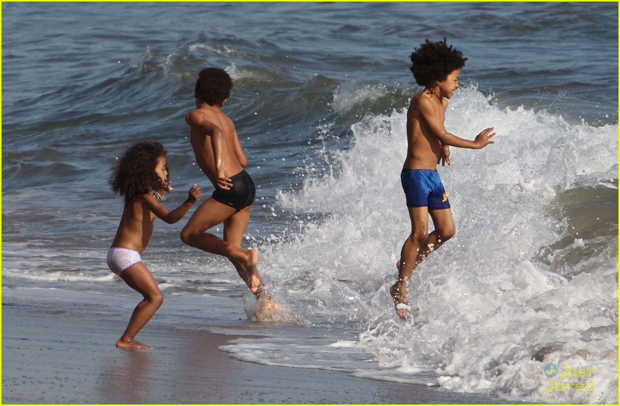 heidi klum martin kirsten beach day with the kids 172814907