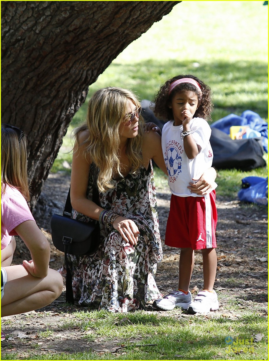 heidi klum martin kirsten beach day with the kids 44