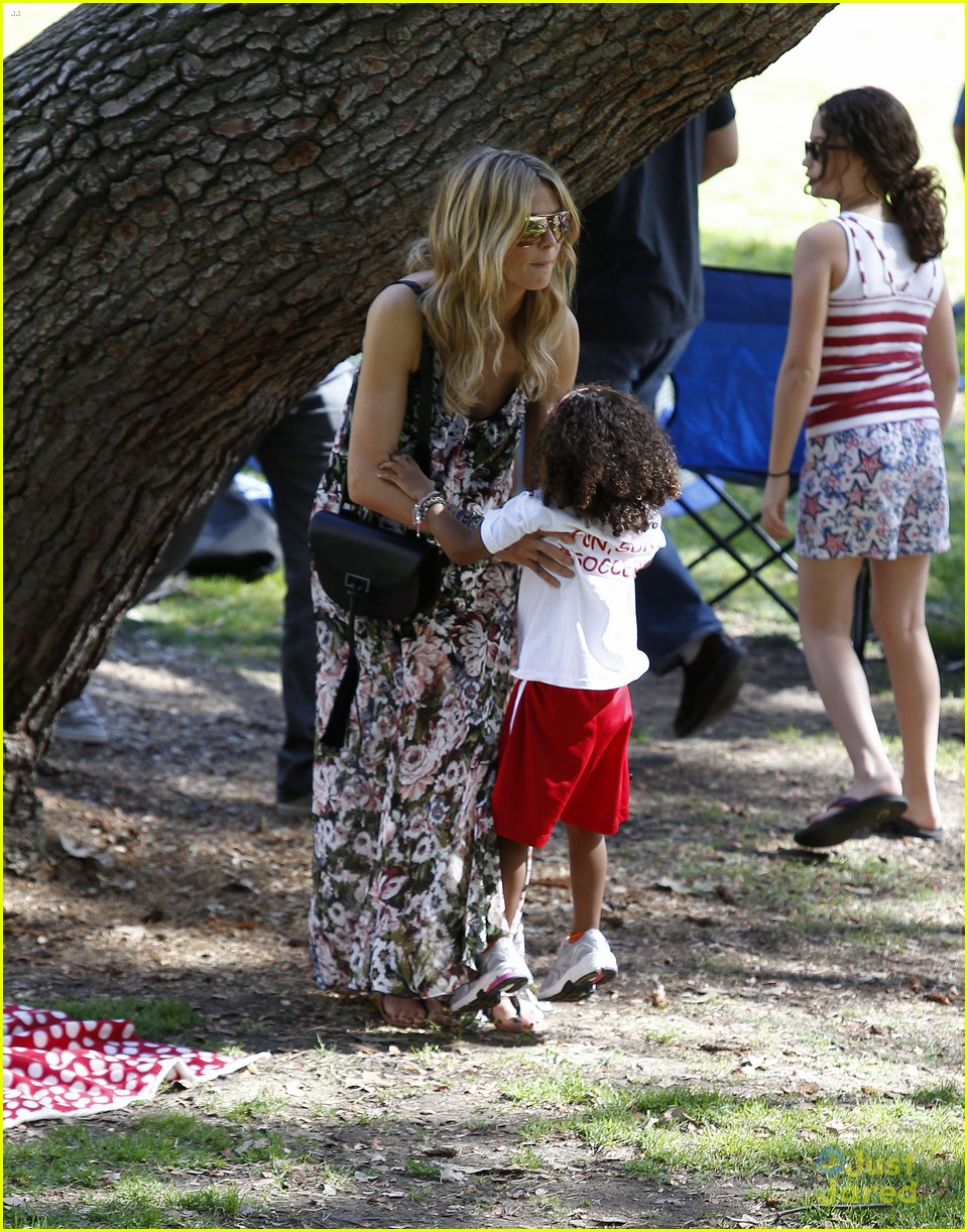 heidi klum martin kirsten beach day with the kids 462814936